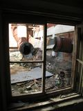 被放弃的大厦RTI橡胶 垃圾和土在一个被放弃的大厦的前提 免版税库存照片
