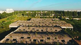 被放弃的建筑具体屋顶鸟瞰图  股票视频