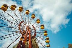 被放弃的游乐场在普里皮亚季的市中心在Chornobyl禁区 放射性区域在Pripyat市- 免版税库存图片