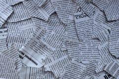 被撕毁的报纸背景 免版税库存图片