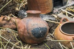 被烧焦的泥罐 库存图片