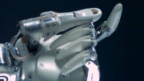 计算机控制学的假肢工作,运动的金属手指 股票视频