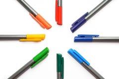设置彩虹笔,在在与copyspace的白色背景和光芒隔绝的形状太阳 库存图片