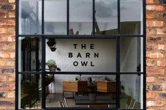 谷仓猫头鹰餐馆在新生米德兰平原 免版税库存图片