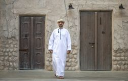 走在Al泽夫的阿拉伯人是迪拜 图库摄影