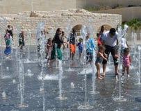 跳舞的喷泉在女用连杉衬裤公园,耶路撒冷,以色列 免版税库存照片