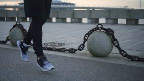 跑步运动员的腿活跃 股票视频