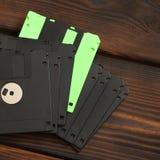 软盘和盘在木背景 免版税库存图片