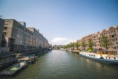 运河在阿姆斯特丹,荷兰 库存图片