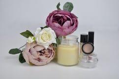花和化妆用品 库存图片