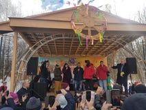 莫斯科地区,弗里亚济诺,Grebnevo庄园09 03 2009年:Samy Naceri法国参观庄园的出租汽车影片的星和演员 图库摄影