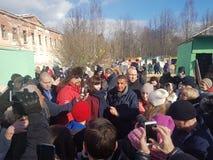 莫斯科地区,弗里亚济诺,Grebnevo庄园09 03 2009年:Samy Naceri法国参观庄园的出租汽车影片的星和演员 库存图片