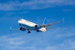 莫斯科,俄罗斯- 2019年3月14日:飞机努力去做登陆的波音737-800波别达山Airine VP-BPS在伏努科沃机场在莫斯科  免版税库存图片