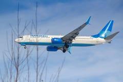 莫斯科,俄罗斯- 2019年3月14日:飞机努力去做登陆的波音737-800波别达山Airine VP-BPS在伏努科沃机场在莫斯科  库存图片