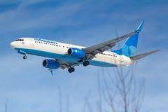 莫斯科,俄罗斯- 2019年3月14日:飞机努力去做登陆的波音737-800波别达山Airine VP-BPS在伏努科沃机场在莫斯科  免版税库存照片