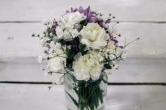 背景空白花束的玫瑰 免版税库存照片