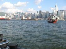船在繁忙的香港港口,香港 免版税库存照片