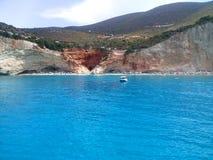 著名波尔图Katsiki海滩的看法从海的 大海,莱夫卡斯州,希腊爱奥尼亚人海岛  免版税库存图片