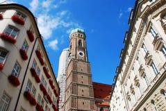著名Frauenkirche在慕尼黑,巴伐利亚,德国 免版税库存照片