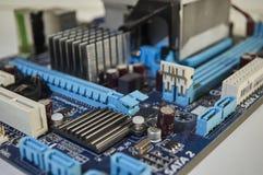 蓝色个人计算机主板,计算机部件 免版税图库摄影