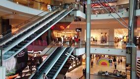 自动扶梯在现代购物中心,悉尼,澳大利亚 股票视频