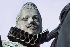 腓力三世国王古铜色雕象在马约尔广场广场,马德里,西班牙的中心 免版税库存照片