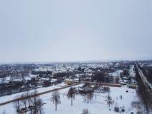 苏兹达尔全景在冬天 rizopolozhensky修道院的钟楼的看法,一部分的俄罗斯联合国科教文组织金黄圆环  免版税图库摄影