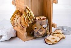 苹果切削自创 3个接近的干果类型 健康快餐 免版税库存照片