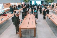 苹果计算机商店在米兰,意大利 免版税图库摄影