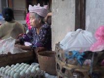 老巴厘语妇女,巴厘岛 免版税库存图片