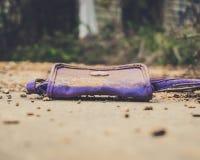 老紫色钱包 免版税库存图片
