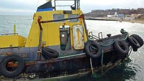 老被充斥的拖曳的船 海难 凹下去的拖曳的船傲德萨乌克兰 免版税图库摄影