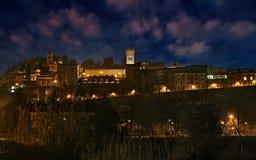 贝尔蒂诺罗,福尔利切塞纳,伊米莉亚罗马甘,意大利:古老小山镇的夜风景 免版税库存图片