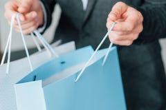 购物的时间销售都市生活方式人袋子 免版税库存图片