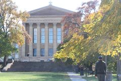 费城艺术博物馆,单独走的人 库存图片