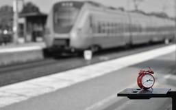 È il treno in tempo Fotografie Stock