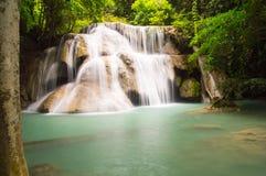 3ème étage de cascade de huaymaekamin Photographie stock libre de droits