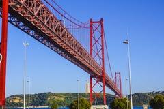 25ème April Bridge au-dessus de rivière le Tage dans le pont de Lisbonne aka Salazar Photo libre de droits