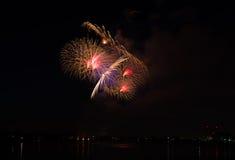 4ème de l'affichage de feux d'artifice de juillet Photographie stock libre de droits