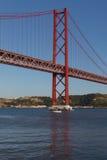 25ème de la passerelle d'avril à Lisbonne Image stock