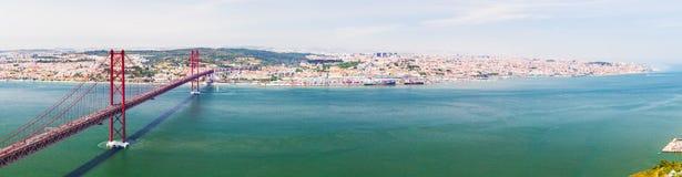 25ème de la passerelle d'avril à Lisbonne Panorama Photographie stock