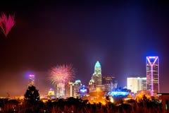 4ème du skyshow Charlotte OR de feux d'artifice de juillet Photographie stock