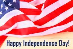 4ème du texte heureux de Jour de la Déclaration d'Indépendance de juillet sur le drapeau des Etats-Unis d'Amérique Image stock