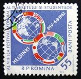 8ème festival de la jeunesse des étudiants de mots, Helsinki, globes entourés avec des drapeaux, vers 1962 Photos stock