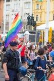 15ème fierté de Zagreb Activistes de LGBTIQ sur la place de Josip Jelacic d'interdiction Photos stock