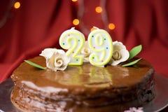 29ème gâteau d'anniversaire décoré des roses comestibles Photos stock
