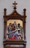 7ème Gares de la croix, automnes de Jésus la deuxième fois Photos libres de droits