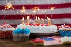 4ème patriotique du gâteau et du petit gâteau de juillet Photographie stock libre de droits