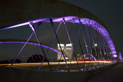 7ème pont occidental dans des scènes de nuit de Fort Worth de ville Photos stock