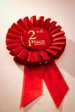 2ème rosette ou insigne de gagnants d'endroit en rouge Photos stock